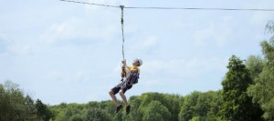 De Zip Wire kabelbaan is een hele leuke, stoere activiteit die op een aantal parken van Center Parcs beleefd kan worden.