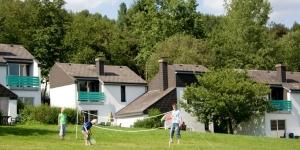 Aanzicht vakantiehuisjes van Roompot op een park in Duitsland