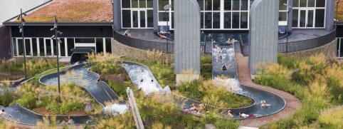 Onbeperkt toegang tot het prachtige design zwembad tijdens uw verblijf