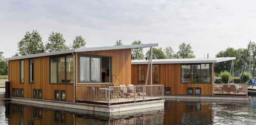 Woonboot op Center De Eemhof, (Flevoland) Nederland