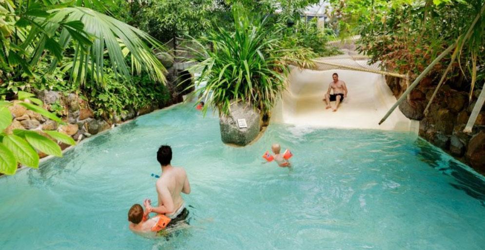 Center Parcs Zwemmen.Video Met Alle Glijbanen Van Zwembad Aqua Mundo Center Parcs
