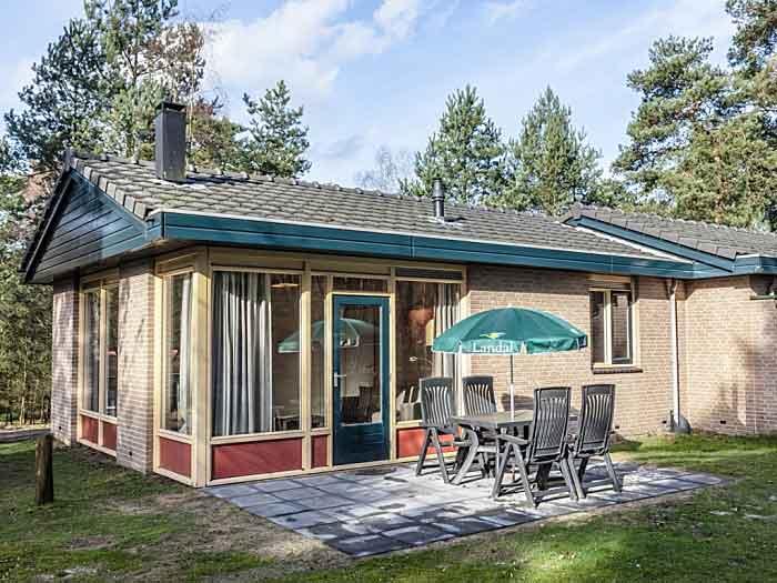 De 4C bungalow is geschakeld, hierdoor is de privacy iets minder dan bij een vrijstaande bungalow