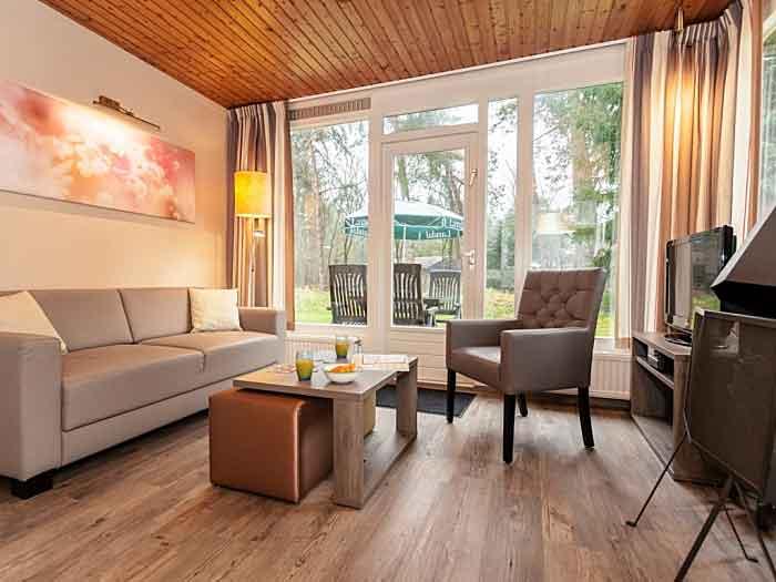 De 4C bungalow is wat beperkt als het om zitten gaat, een hoekbank of twee banken in deze bungalow was beter geweest
