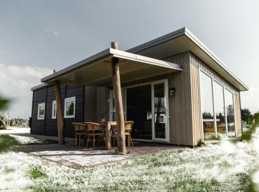 Verblijf in een mooie accommodatie tijdens Winter Slagharen. Bijvoorbeeld deze Raccoon Lodge