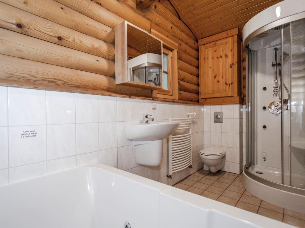Badkamer in de oude situatie (rechterdeel)